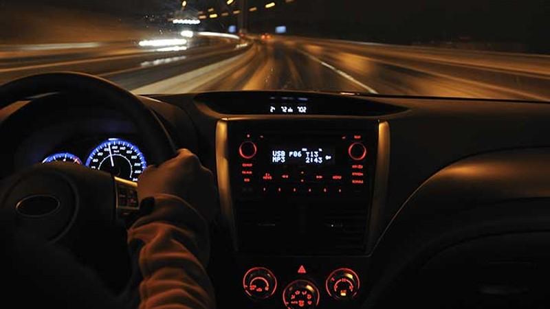 Làm sao để cải thiện tầm nhìn lái xe vào ban đêm