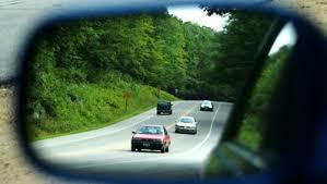 Cách chỉnh gương chiếu hậu khi lái xe .